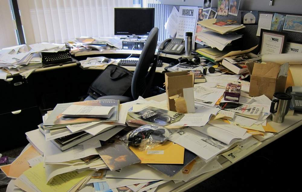 What_Your_Messy_Desk_Says_About_You